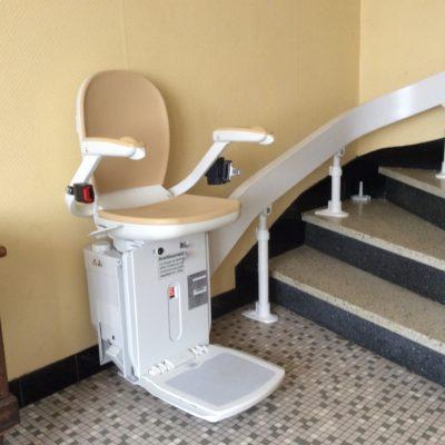 Monte-escalier beige